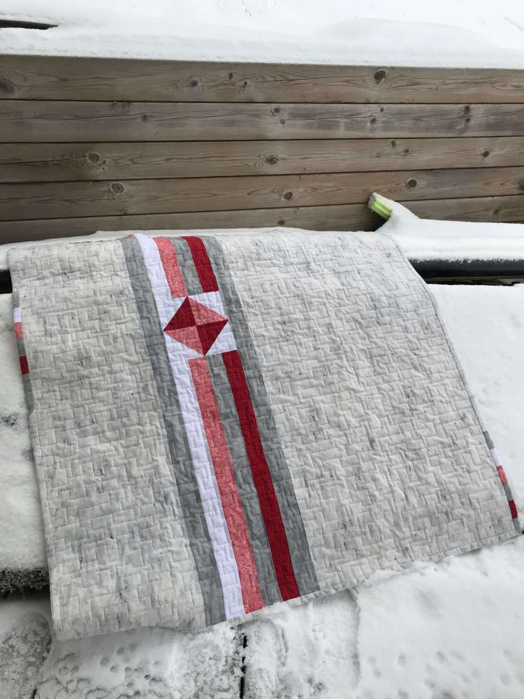 a grey quilt with sparkle pattern 2 by Stich and a Round